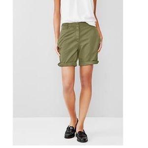 Gap Kahki Boyfriend roll up shorts
